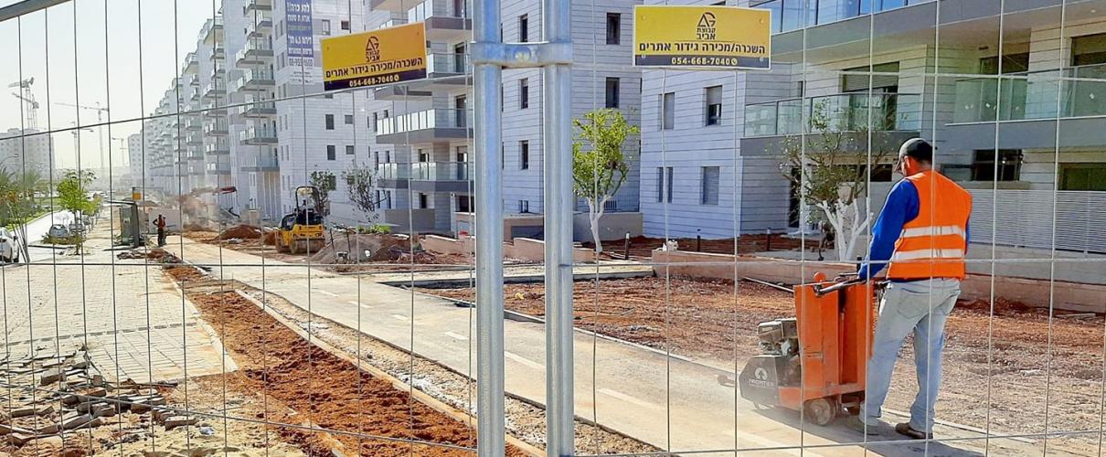 תמונה של גדר מתחם בניה